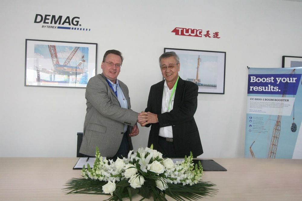 From left to right: Norbert Dudek, vice president and general manager, Terex Cranes Asia; and Ang Kah Hong, chairman andceo, TWC.