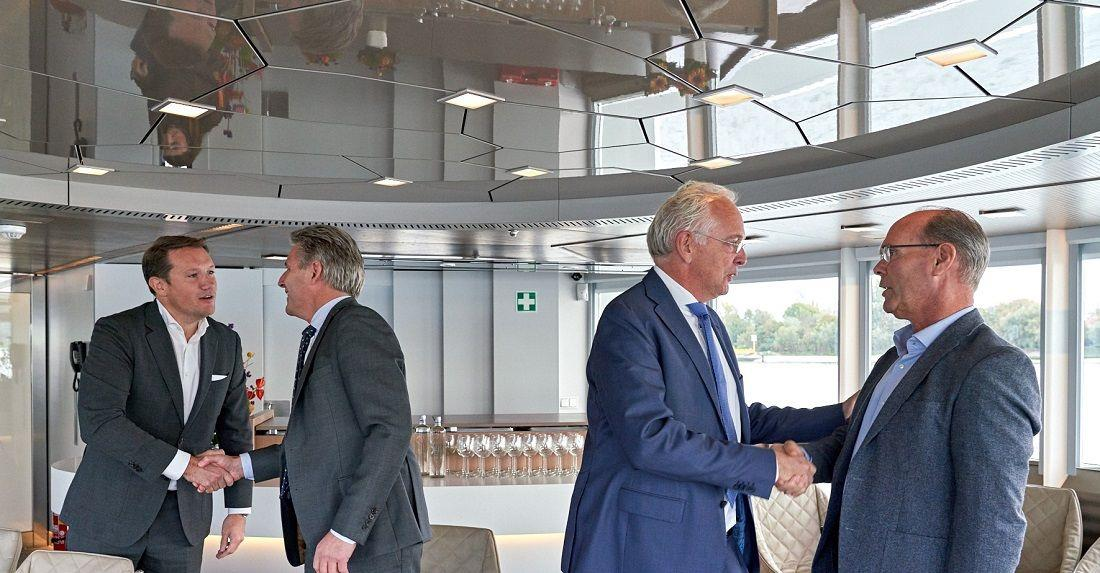 Rik Pek (managing director Broekman Logistics); Emile Hoogsteden (directeur containers, breakbulk and logistics at the Port of Rotterdam Authority); Willem-Jan de Geus (director of Metaal Transport); and Peter van der Pluijm (director at RHB Stevedores). Photo credit: Marc Nolte.