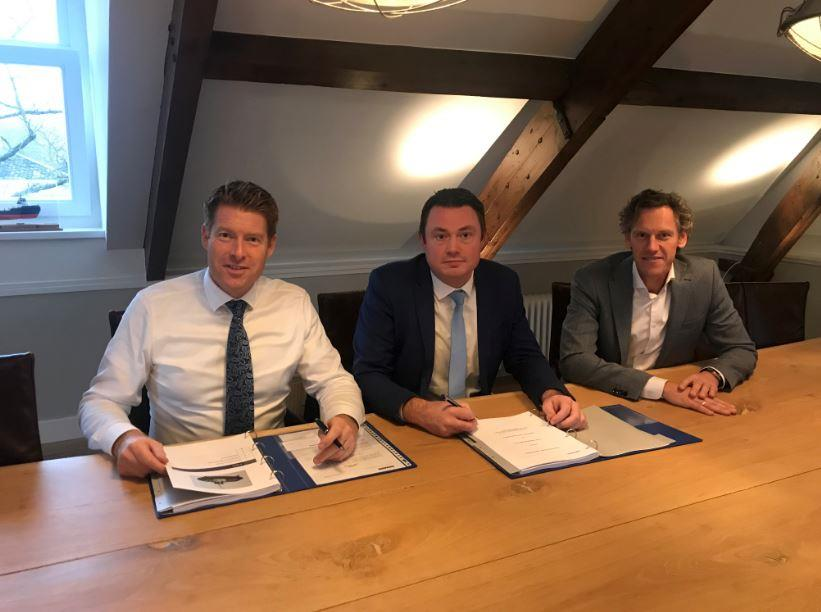 Left to right: Johan van Beek, managing director EMAR Offshore Services, Vincent de Maat, sales manager Damen and Wilbert Versteeg, commercial director EMAR Offshore Services, during the contract signing.