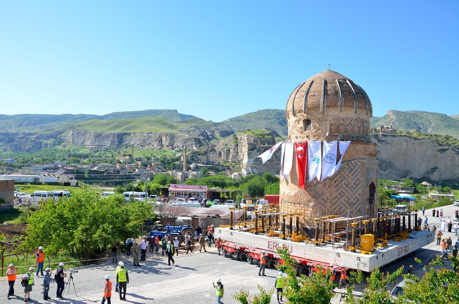 Çaba Heavy Lift & Haulage last year relocated the 1,100-tonne Zeynel Bey Tomb in Hasankeyf, Turkey.