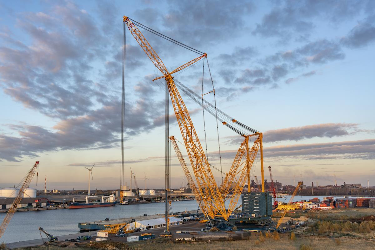 Sarens scooped the Innovation Award for its huge SGC-250 crane, which is capable of lifting 5,000-tonne loads.