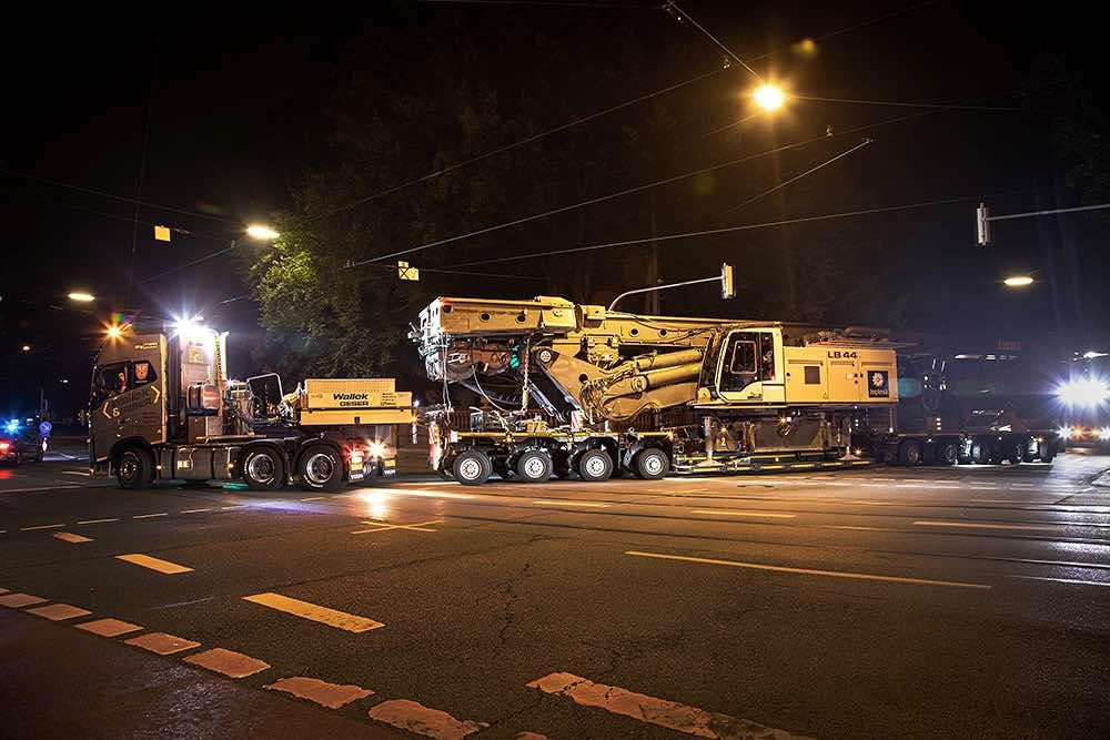 The highly manoeuvrable EuroCompact heavy-duty combination safely reached the construction site situated behind the Munich Town Hall.
