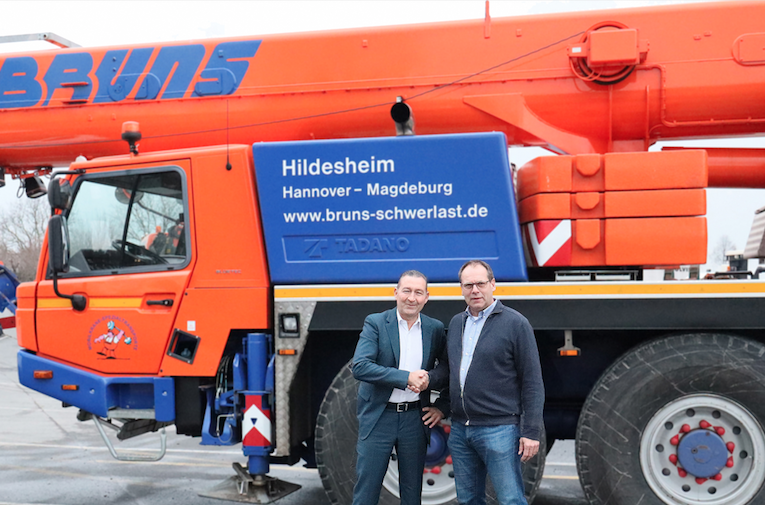 Alexander Volz, owner and managing partner of BKL Baukran Logistik, and Frank Bruns, managing director of Bruns Schwerlas.