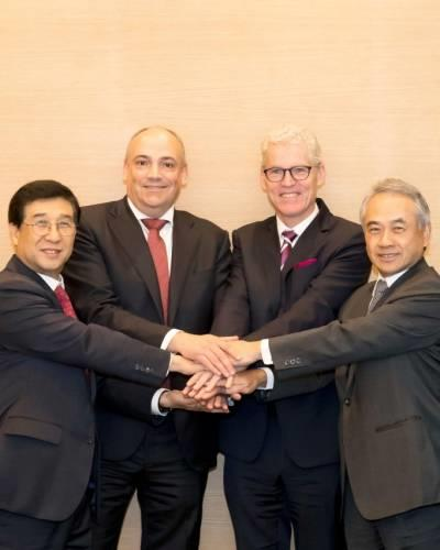 From left to right: Jae-hoon Bae, president and ceo of HMM; Rolf Habben Jansen, ceo of Hapag-Lloyd; Jeremy Nixon, ceo of Ocean Network Express; Bronson Hsieh, chairman and ceo of Yang Ming.