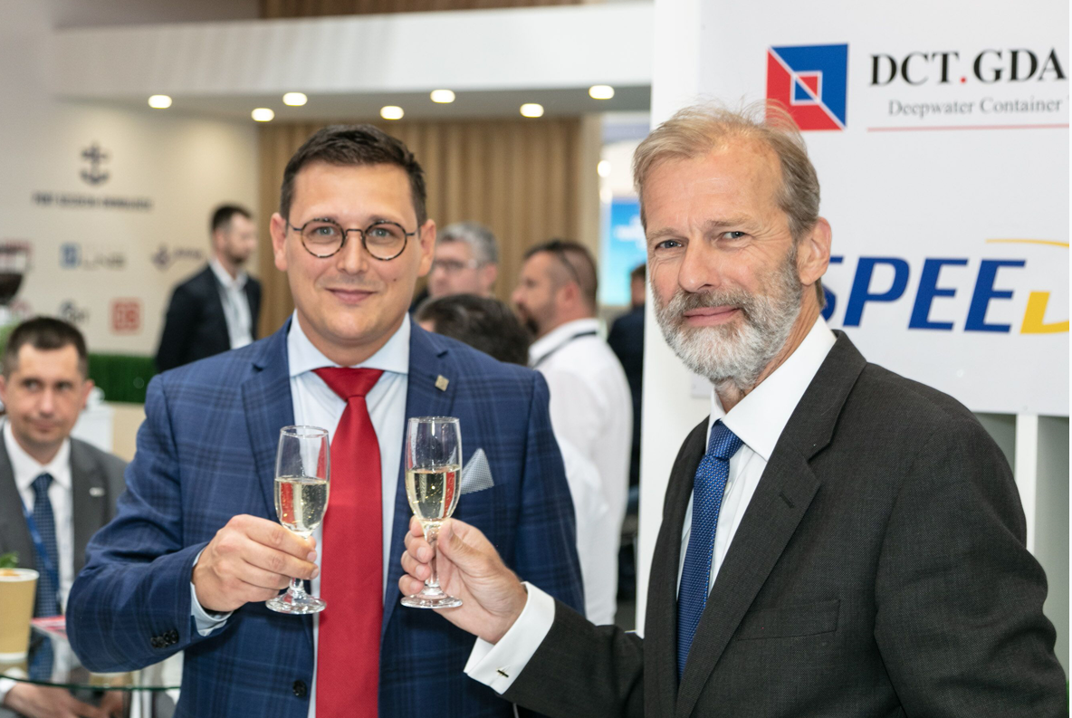 Lukasz Greinke, president of the board of the Port of Gdansk Authority and Allard Castelein, ceo Port of Rotterdam Authority at transport logistic Munich.