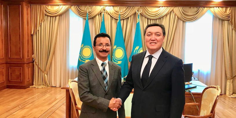 DP World Group Chairman and CEO Sultan Ahmed Bin Sulayem with Kazakhstan's Prime Minister Askar Mamin in Astana.