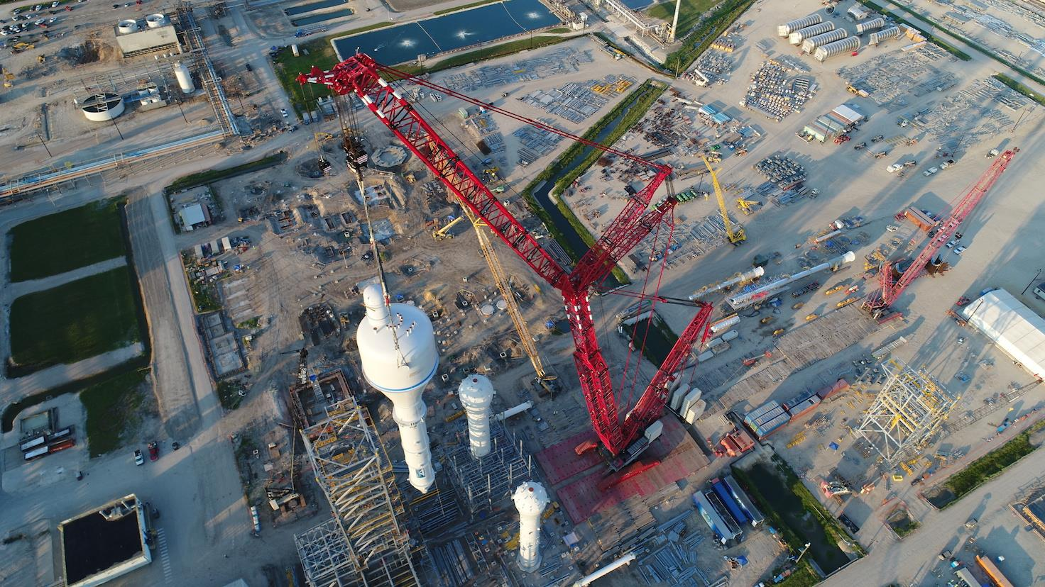 Mammoet's LR13000 was recently deployed at a refinery project on the US Gulf Coast.