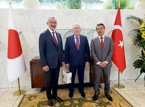 From left to right: Tosyalı chairman Fuat Tosyalı; Turkish Ambassador to Japan, Dr. Hasan Murat Mercan; MOL president and ceo, Junichiro Ikeda.